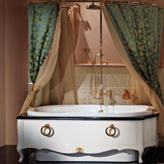 г. Москва: Lineatre роскошная ванна с внешним каркасом из массива дерева, украшенным сусальным золотом