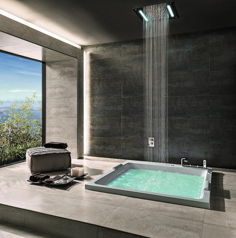 г. Москва: Noken Lounge смеситель на борт ванны и верхний душ с хромотерапией от дизайнера Симоне Микели