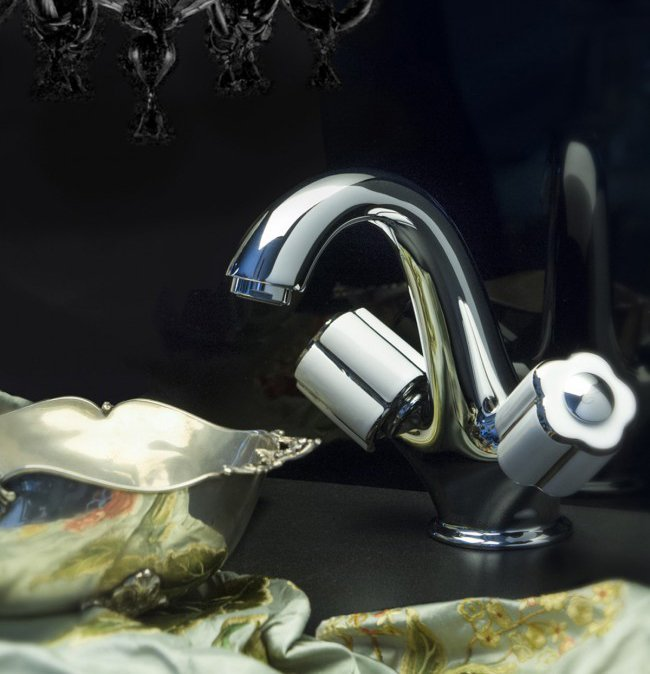 """г. Москва: Bongio Fleur Cмеситель для раковины на одно отверстие, """"хром"""" с фарфоровыми ручками"""