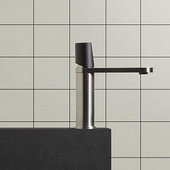 Antonio Lupi Indigo Смеситель для раковины, 1 отв., ручка черная матовая, цвет: сатинированная сталь